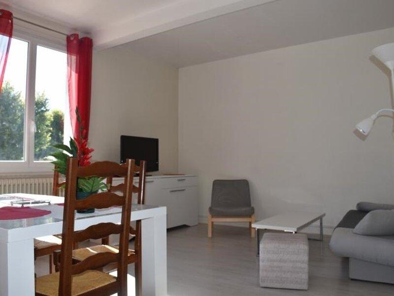 Appartement idéalement situé sur la place centrale de LA ROCHE POSAY, casa vacanza a Yzeures-sur-Creuse