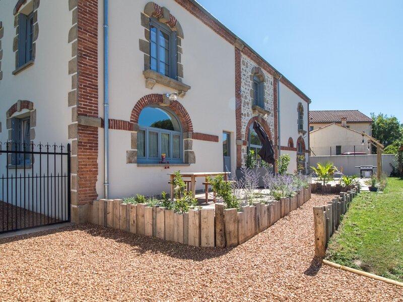 Chez Dinou - rdc, holiday rental in Issoire