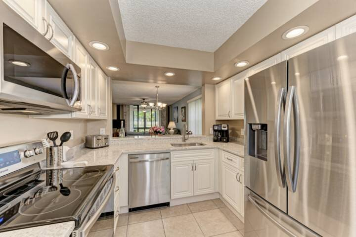 NEW TO MARKET WIFI, Community Pools, Close to Beaches, Golfing, IMG 3 minutes aw, vacation rental in Bradenton