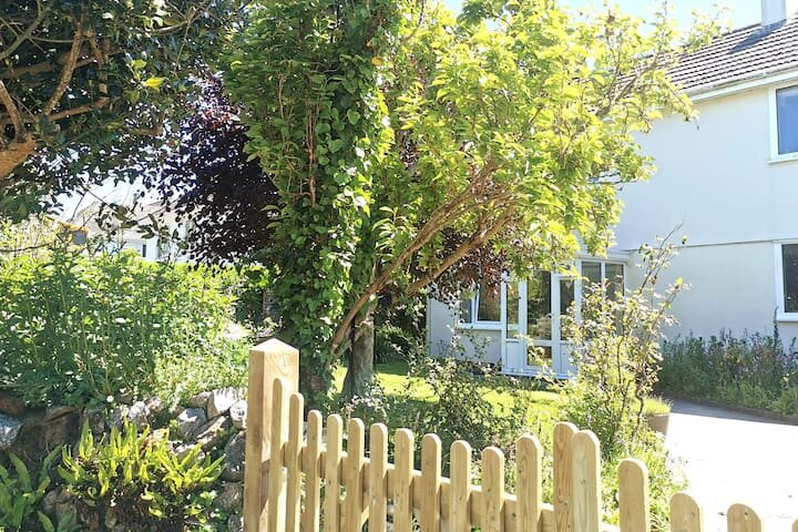 Tranquil country home just minutes to the beach, holiday rental in Redruth