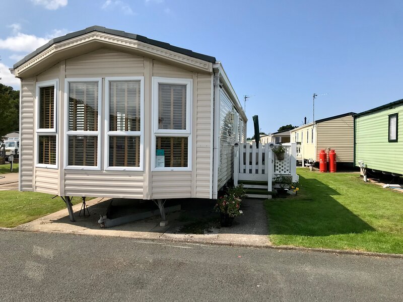 The Beeches at Silver Birch, holiday rental in Axton