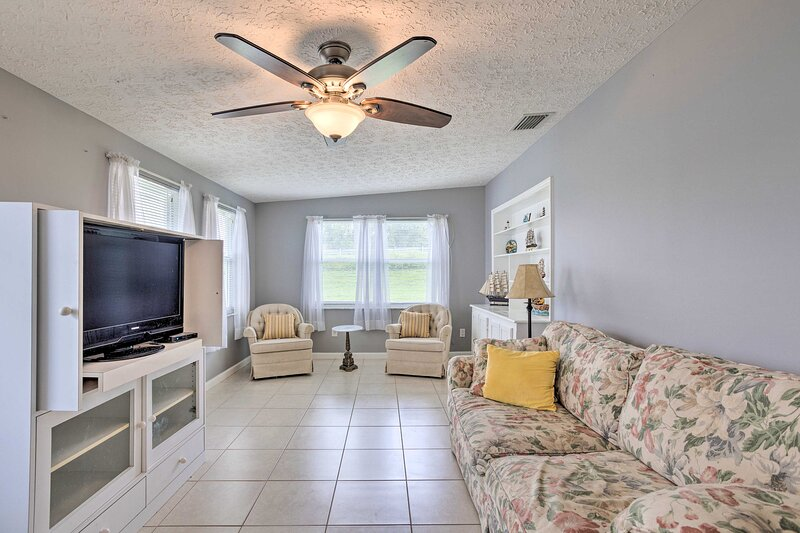 NEW! Quaint Okeechobee House with On-Site Lake!, holiday rental in Okeechobee