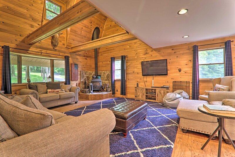 NEW! Poconos Escape on 11 Acres - 2 Mi to Elk Mtn!, holiday rental in Jackson