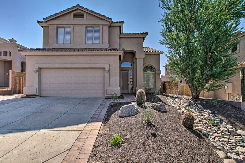 NEW! Spacious, Updated Resort Home on Golf Course!, casa vacanza a Apache Junction