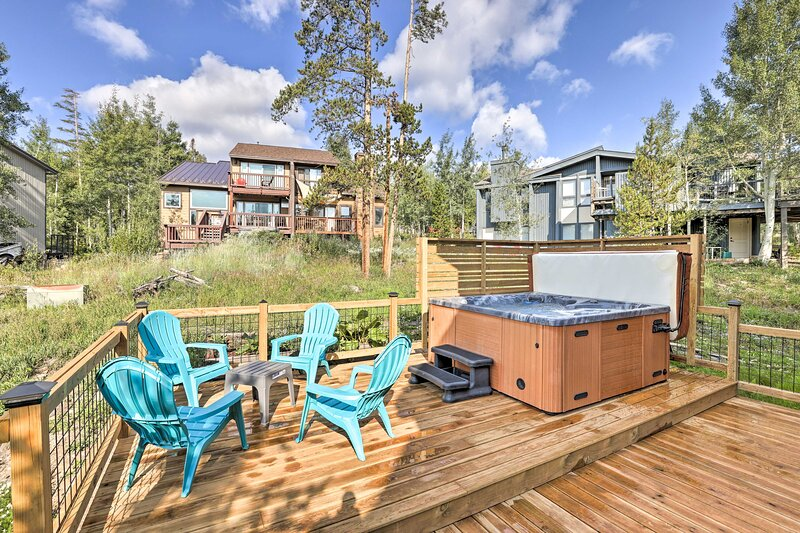 Take a retreat to this secluded Silverthorne cabin!