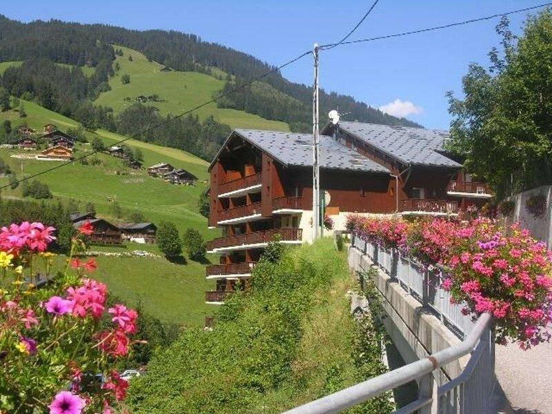 Appartement 4/5 personnes au centre du village dans la station, holiday rental in Areches