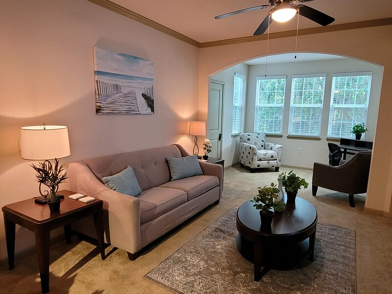 Serenity Suite near Tampa's Reigning NFL Superbowl Champion and NHL Stanley Cup, holiday rental in Northdale