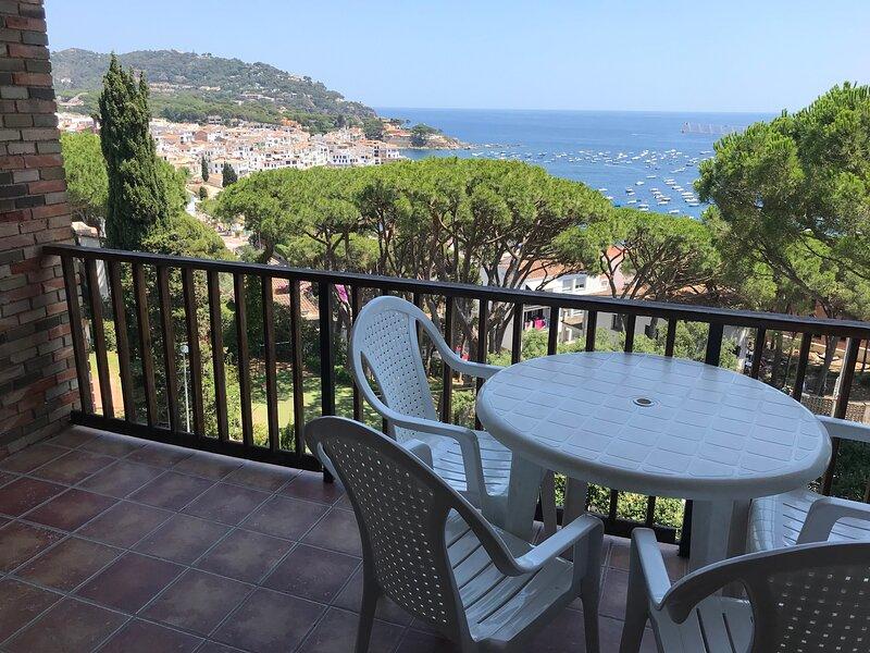Apartament amb espectaculars vistes al Mediterrani – semesterbostad i Calella de Palafrugell