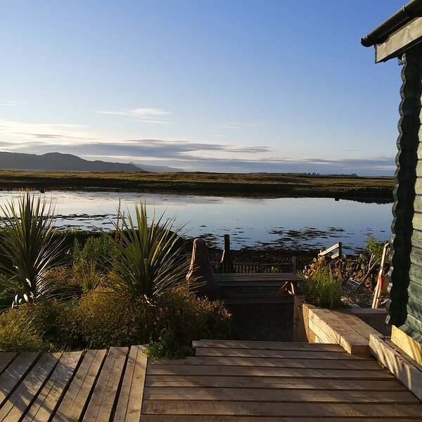 Skye Coorie, self catering cabin by the sea, casa vacanza a Drumbuie