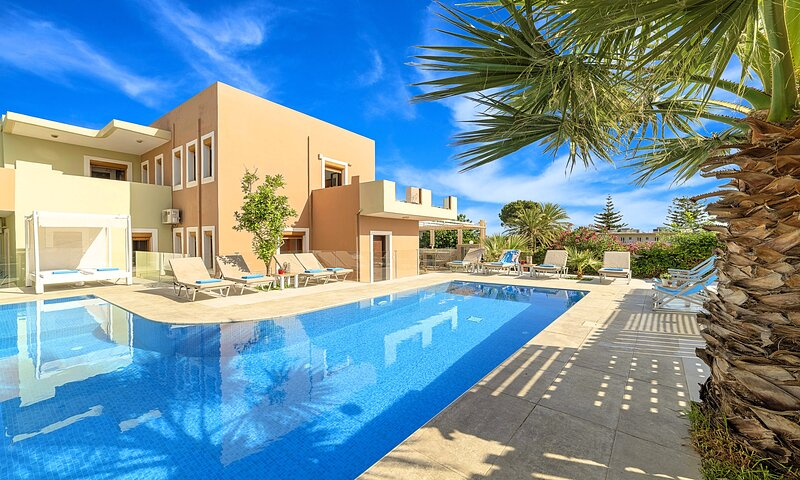 Island Suite Villa with Private Pool, holiday rental in Georgioupolis