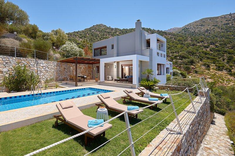 Villa Elektra - Only 600m from the beach, casa vacanza a Almirida