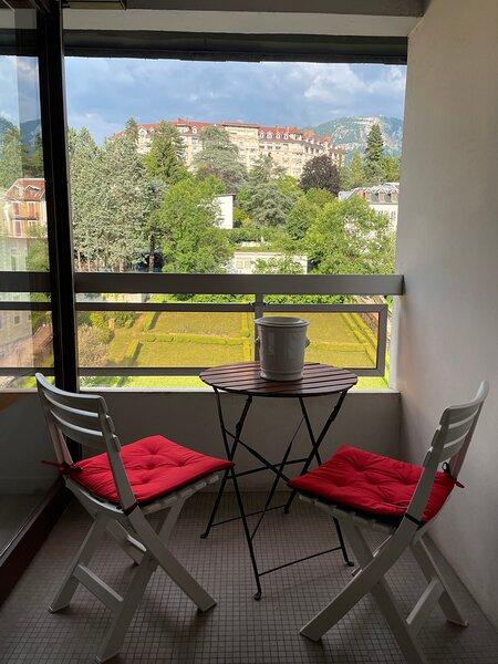 Studio meublé 28m² rénové 07/21 Durieux III centre Aix les bains, parking privé, vacation rental in Montcel