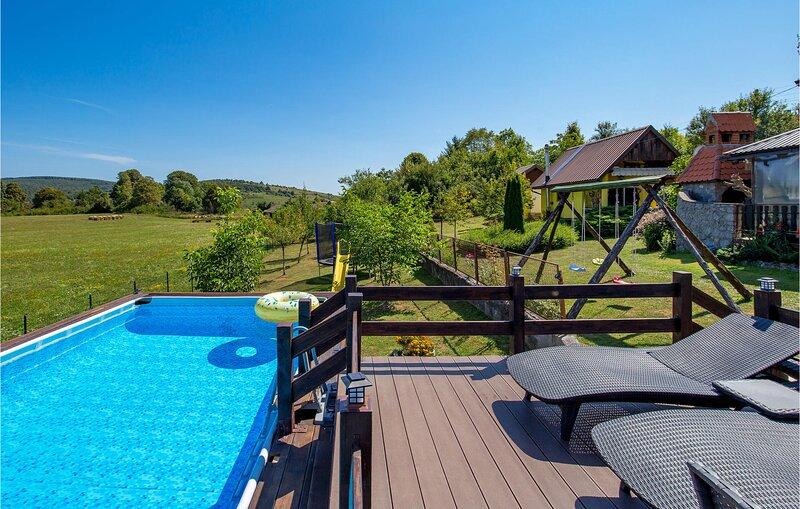 Beautiful home in Plaski with WiFi, Outdoor swimming pool and 2 Bedrooms (CKB275, alquiler vacacional en Plaski