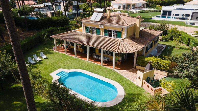 Family Friendly Villa Aroeira Golf Resort perto de Cidades oferece belas Praias, casa vacanza a Charneca da Caparica
