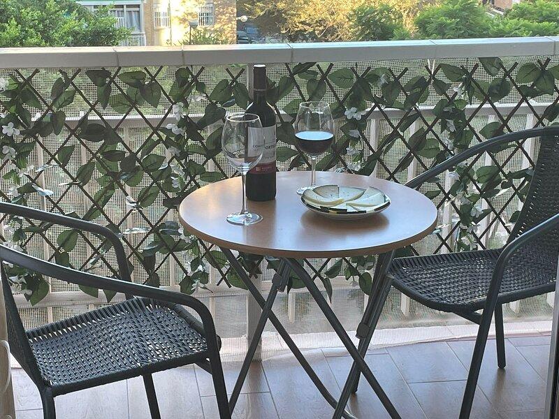 Amazing apartment with balcony, aluguéis de temporada em Caleta De Velez