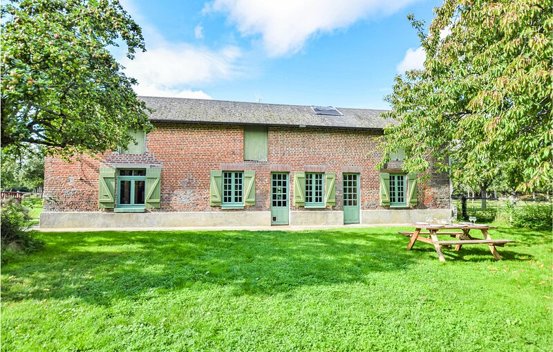 Stunning home in S.Pierre-de-Cormeilles with WiFi and 3 Bedrooms (FNE021), casa vacanza a Le Breuil-en-Auge