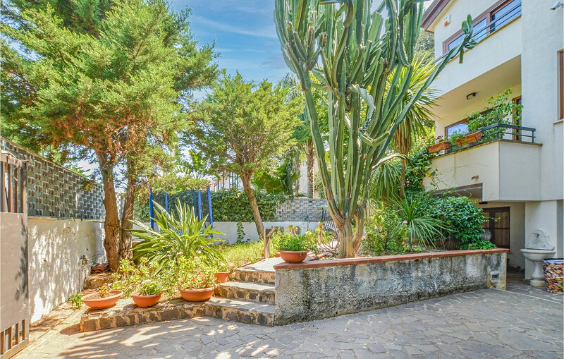 Awesome home in ALTOFONTE with WiFi and 3 Bedrooms (ISP276), alquiler vacacional en Ficuzza
