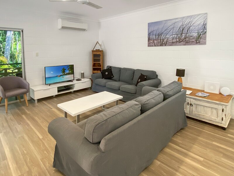 Arcadia Holiday Home with Pool - Short walk to Alma Bay, location de vacances à Magnetic Island