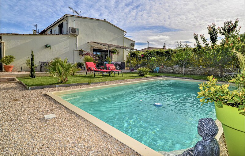 Nice home in Avignon with Outdoor swimming pool, WiFi and 3 Bedrooms (FPV770), holiday rental in Morieres-les-Avignon