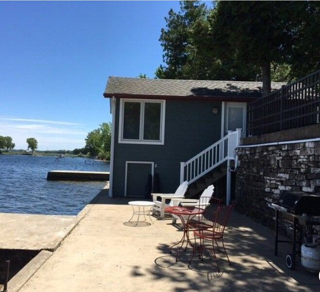 Waterfront Cottage on Sturgeon Bay, vacation rental in Algoma