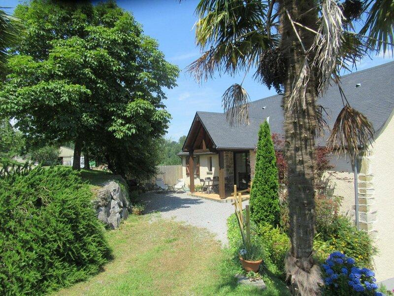 Location Gîte Rébénacq, 4 pièces, 6 personnes, vacation rental in Haut-De-Bosdarros