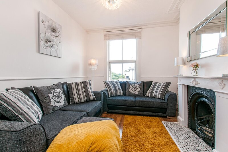 Upper Maisonette in the Heart Of Broadstairs 5 Minutes From Viking Bay Beach, holiday rental in Kingsgate