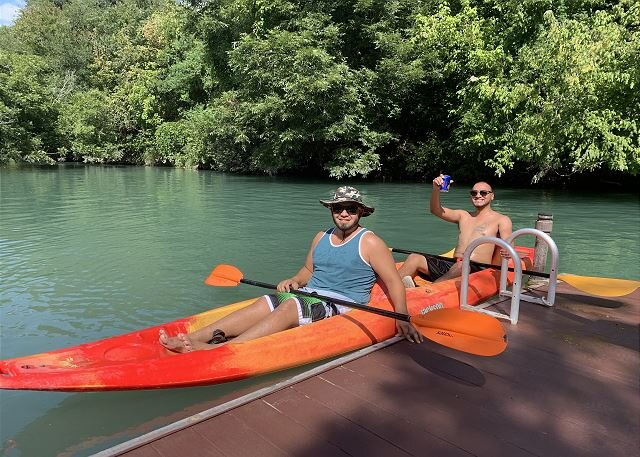 Get away from it all in a New Cabin on Geronimo Creek by New Braunfels!, casa vacanza a Kingsbury