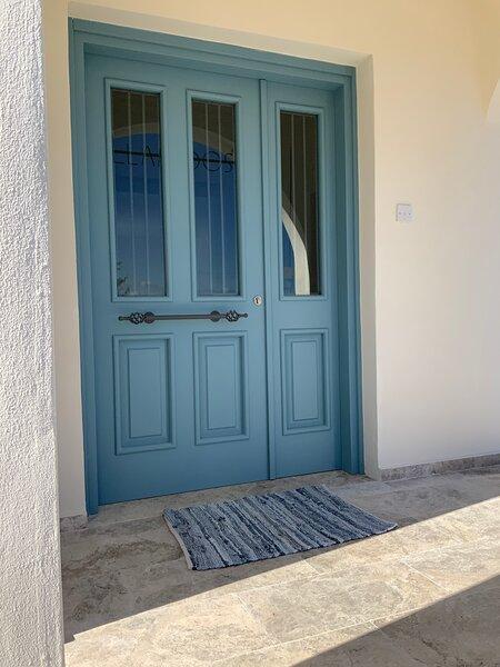 Llamedos Kyrenia, Superb Three Bedroom Villa with Private Pool, casa vacanza a Kormakitis