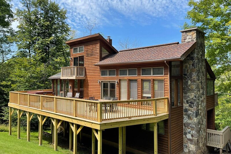 Ski Inn - 388 Brookside Road  Ski Inn - Great Access to Local Hiking Trails, Hot, holiday rental in Upper Tract