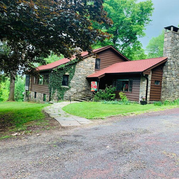 Pocono Getaway with Magnificent Views, vacation rental in South Sterling