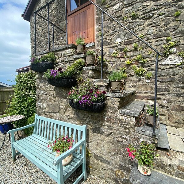Beautiful Heritage Coach house with sea views, holiday rental in Plwmp