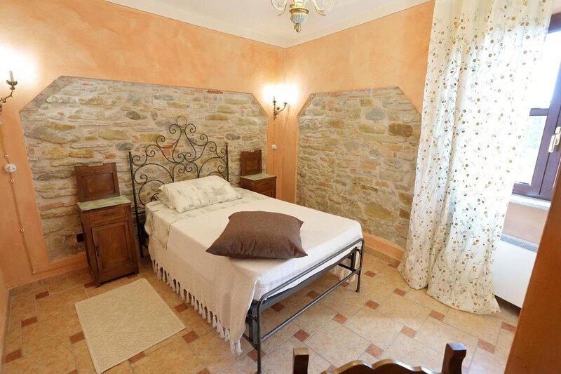 Oasi CastellodiLerma Sunset Room Beautiful view, holiday rental in Serravalle Scrivia