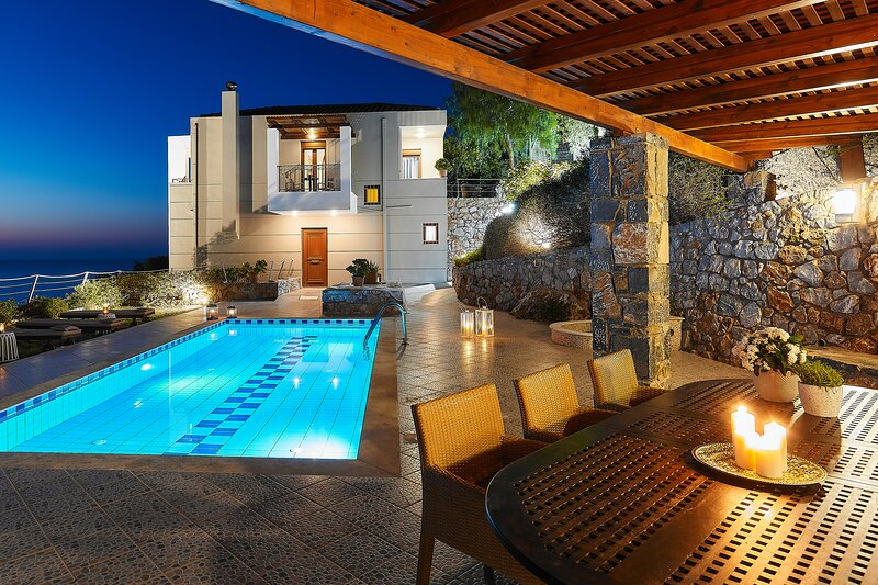 Villa Pitho - Only 600m from the beach, vacation rental in Drosia