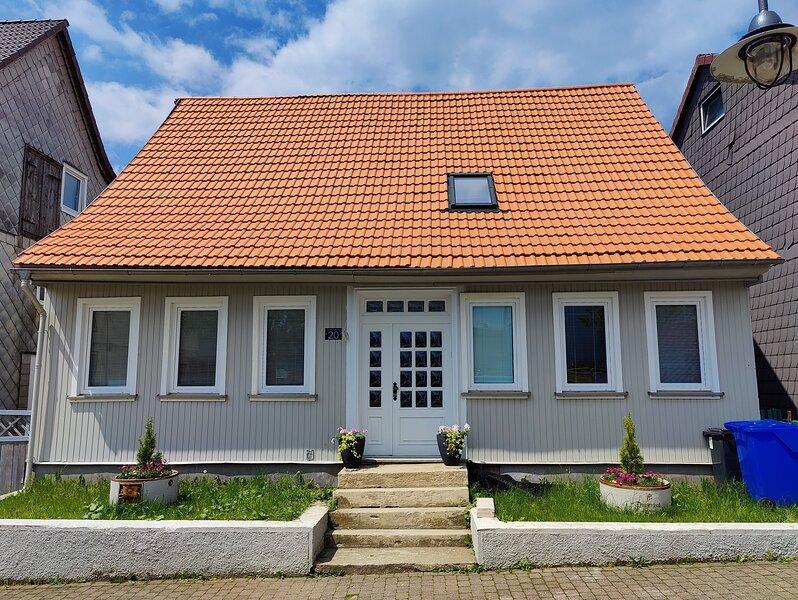 Neu! Schönes Ferienhaus für 12 Pers. mit großer Grillterrasse im Oberharz!, vacation rental in Sankt Andreasberg