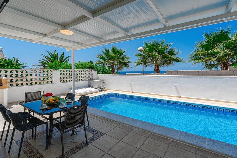 Wonderful villa in Sueño Azul with private pool, holiday rental in Callao Salvaje