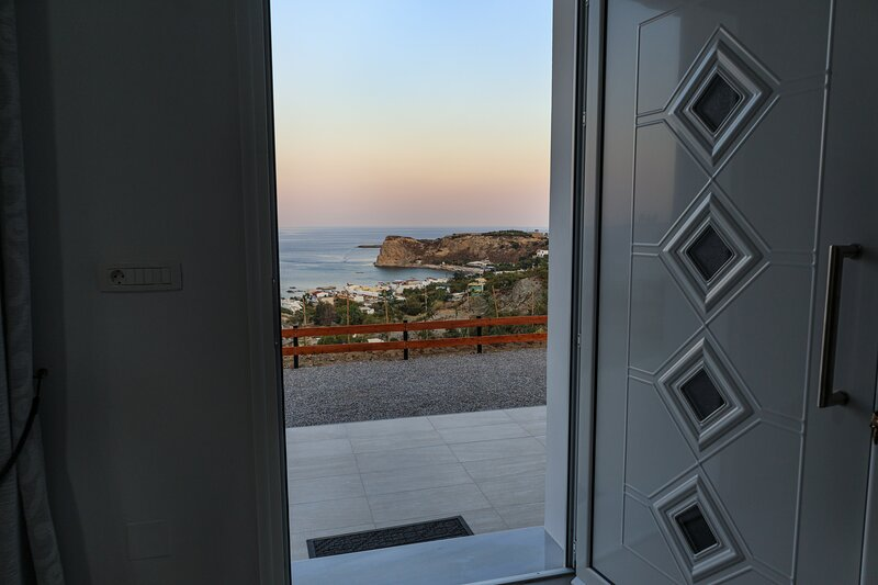 KIRA'S RESIDENCE AMAZING PANORAMIC VIEW, holiday rental in Stegna