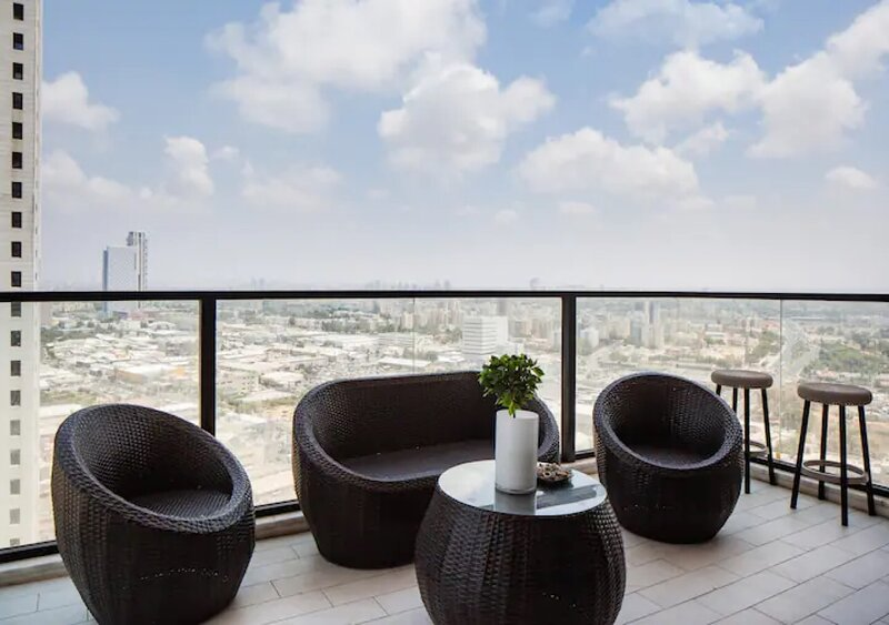 O&O Group- Special Apartment Sea View Luxury Tower, holiday rental in Lod