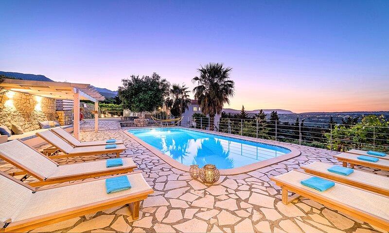 Villa Chrysallis Heated Pool, holiday rental in Anopoli