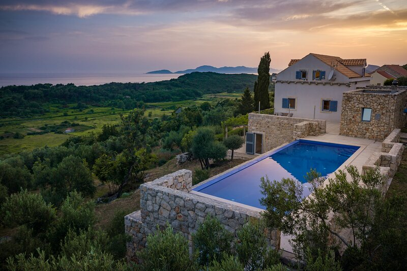 Villa Ella, the perfect place for a relaxing holiday near Dubrovnik, vacation rental in Sipanska Luka