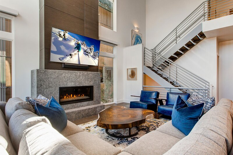 SKI-IN/SKI-OUT - Newly Constructed 3-Level Luxury Townhome