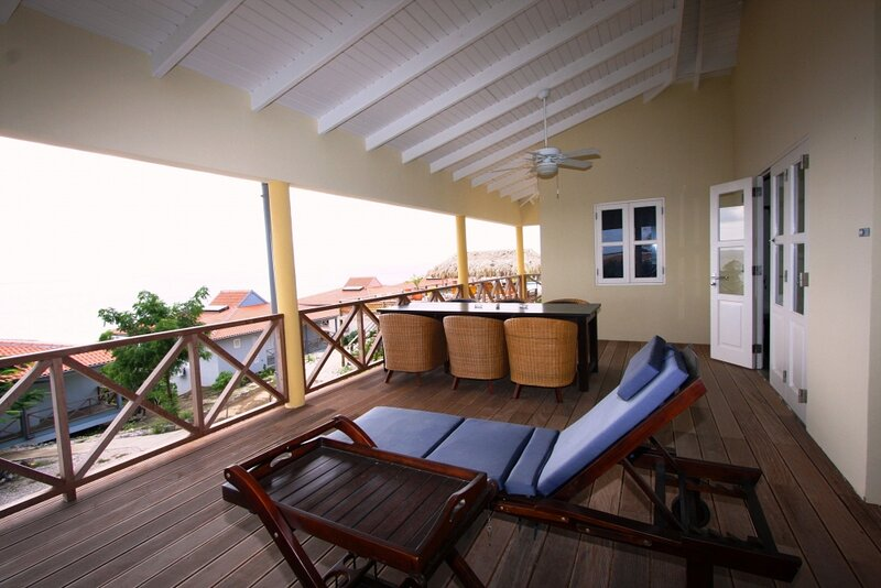 Caribbean Club 2BR Stylish Deluxe, holiday rental in Sabadeco