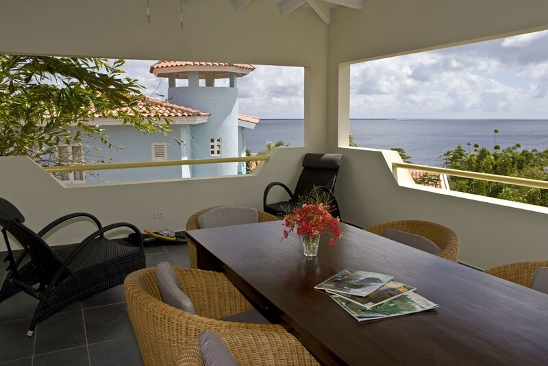 Caribbean Club Charming Penthouse, holiday rental in Sabadeco