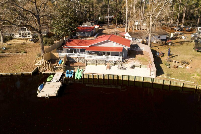 NEW! 'The Grey Goose': Waterfront Home with Beach, holiday rental in New Bern