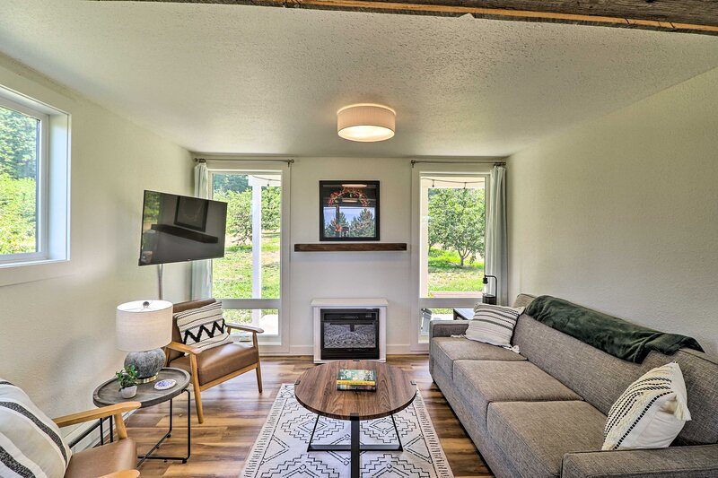 NEW! Dreamy Bigfork Cottage - 2 Mi to Yellow Bay!, holiday rental in Woods Bay