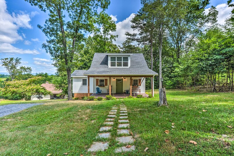 NEW! Peaceful Virginia Cabin - Fish, Tube & Boat!, holiday rental in Wardensville