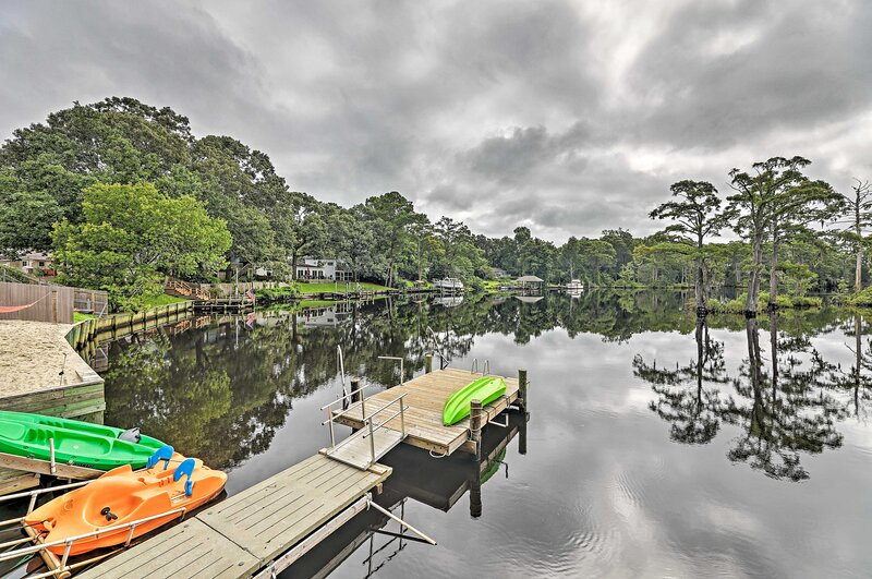 NEW! 'The Gosling' Studio Cabin w/ River Access!, holiday rental in New Bern