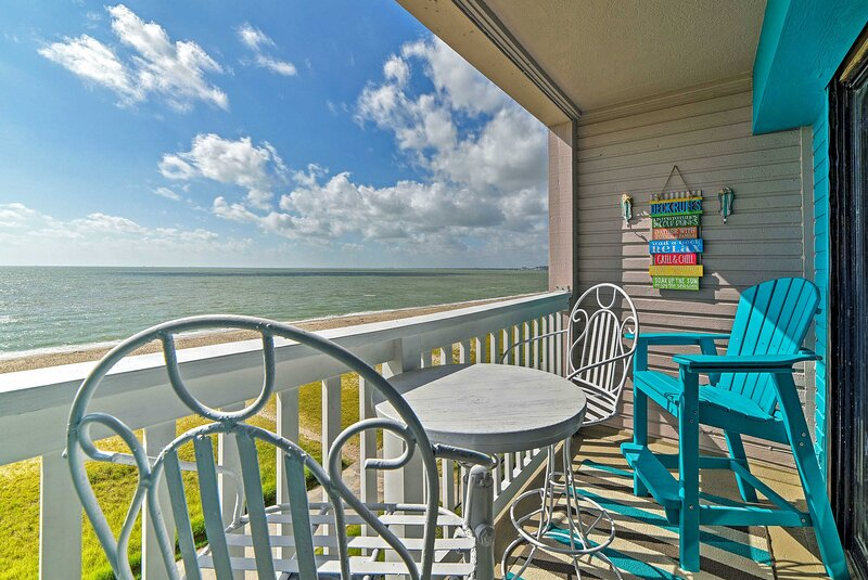 NEW! Oceanfront Corpus Christi Condo: Resort Perks, holiday rental in Robstown