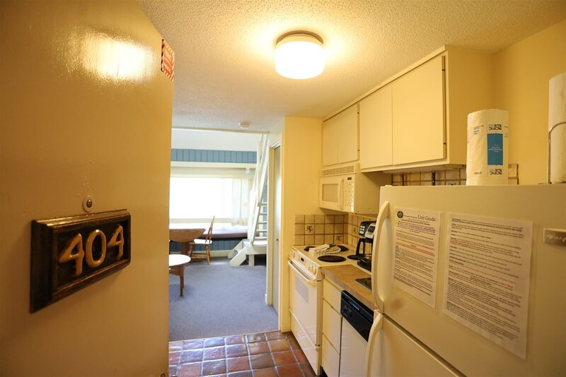 Inns of Waterville Valley Loft unit with Queen and Sleep Sofa.  Close to Town Sq, holiday rental in Waterville Valley