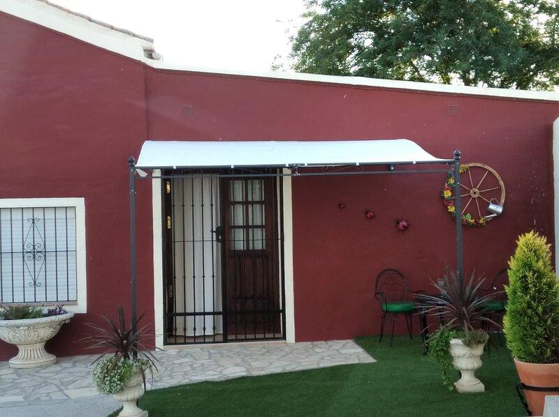 Home Benitez country Pizarra, holiday rental in Estacion de Cartama