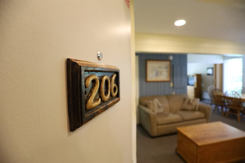 One Bedroom with 2 living rooms at Inns of Waterville Valley, holiday rental in Waterville Valley